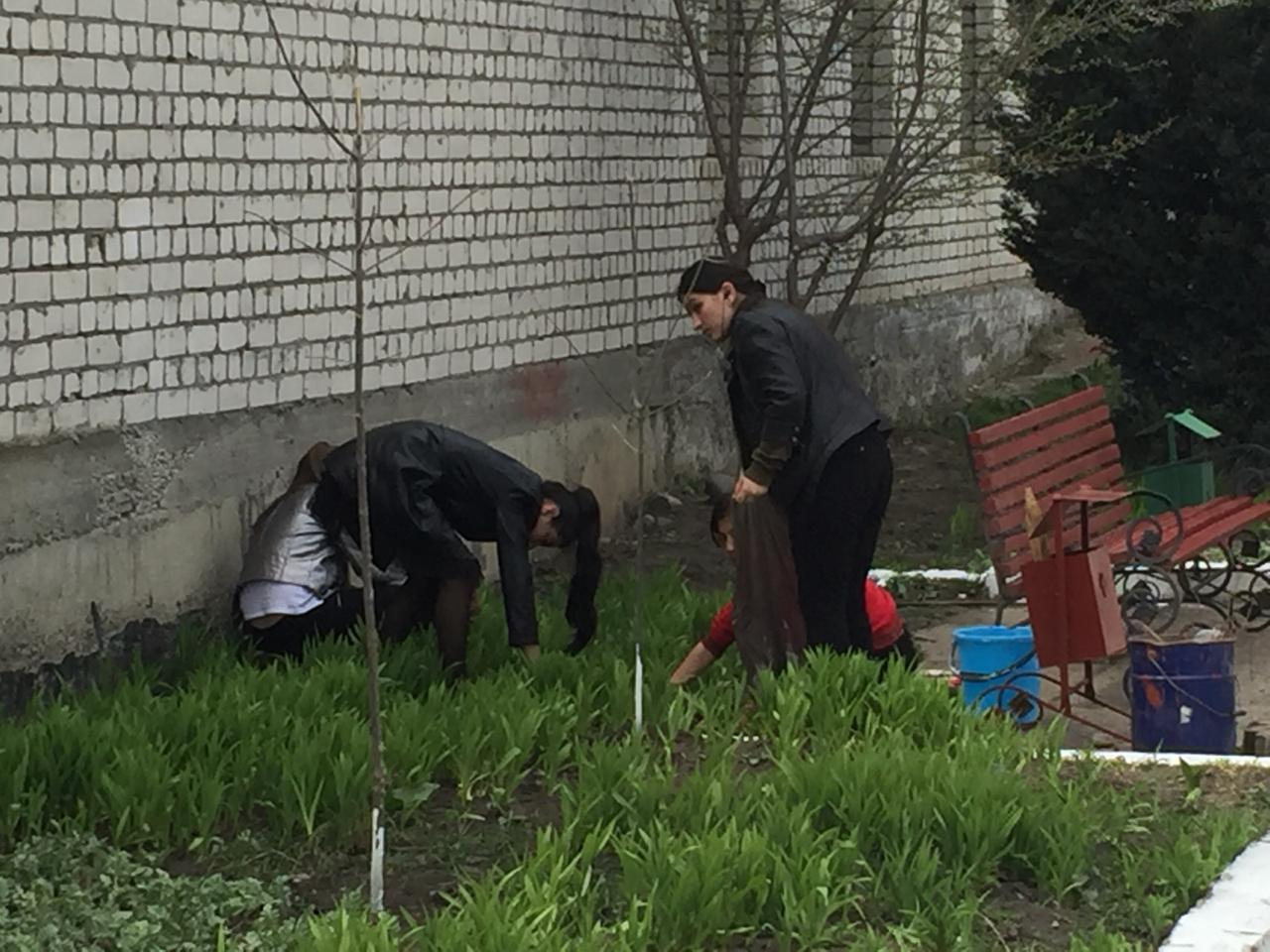 Субботник по санитарной очистке, озеленению  и  благоустройству города